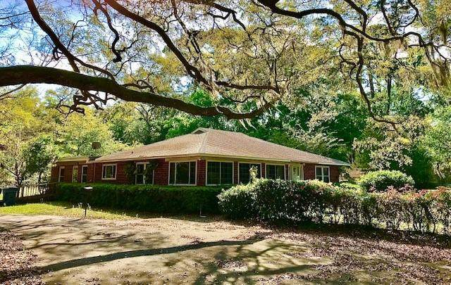 418 Chapel Crossing Road, Brunswick, GA 31525 (MLS #1625253) :: Coastal Georgia Living
