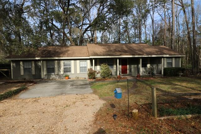 215 Apache Road, Brunswick, GA 31525 (MLS #1587101) :: Coastal Georgia Living