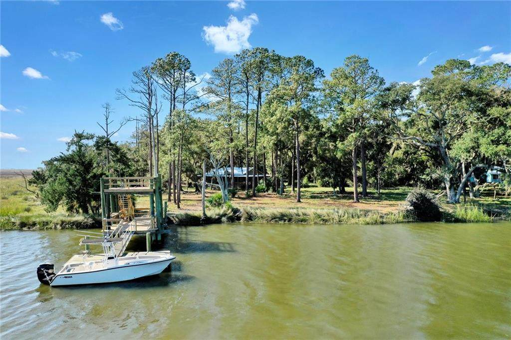 3.5 acres Riverside  Hird Island - Photo 1