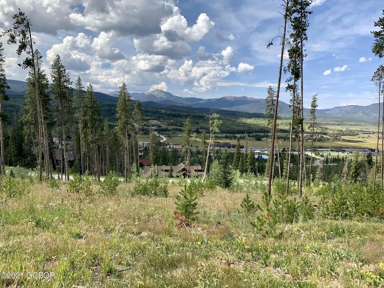 1015 Pioneer Trail - Photo 1