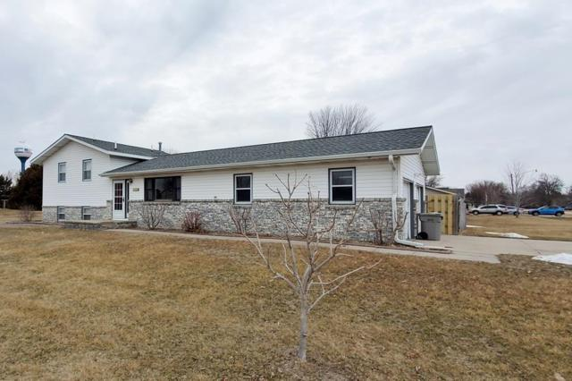 706 Lincoln Avenue, Shelton, NE 68876 (MLS #20190213) :: Berkshire Hathaway HomeServices Da-Ly Realty