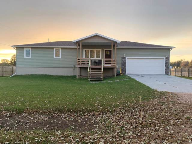 807 Country Acre Lane, St. Libory, NE 68872 (MLS #20190970) :: Berkshire Hathaway HomeServices Da-Ly Realty