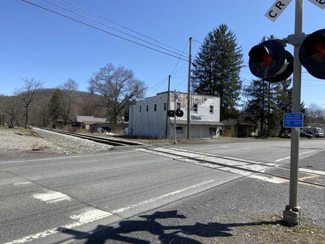 321 Greenbrier St, RUPERT, WV 25984 (MLS #21-431) :: Greenbrier Real Estate Service