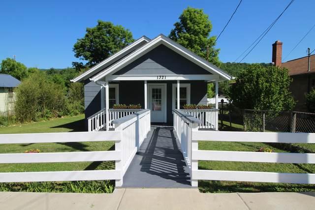 1321 E Main St, White Sulphur Springs, WV 24986 (MLS #21-896) :: Greenbrier Real Estate Service