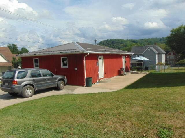 385-A & B Ronceverte Avenue, Ronceverte, WV 24970 (MLS #21-1391) :: Greenbrier Real Estate Service