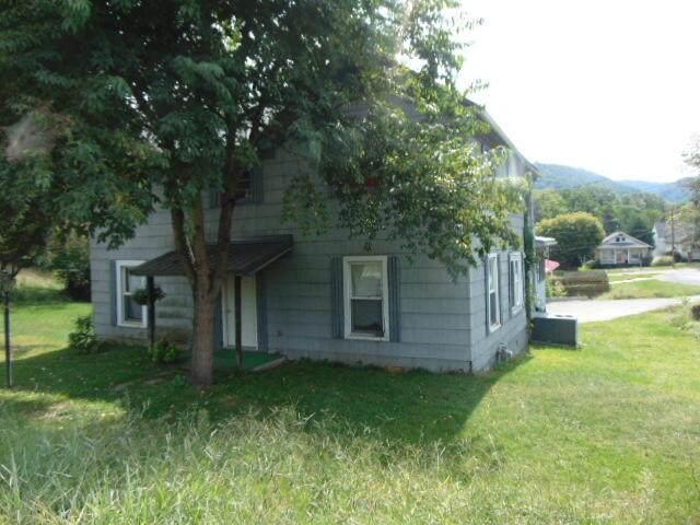 615 Pocahontas Ave, Ronceverte, WV 24970 (MLS #21-1437) :: Greenbrier Real Estate Service