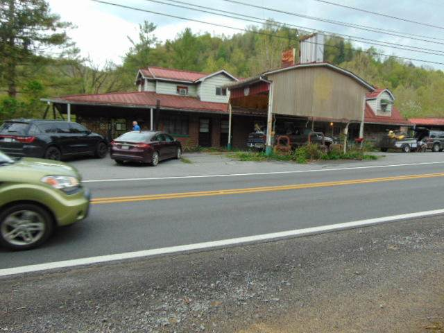 5237 River Rd, New Richmond, WV 24867 (MLS #21-772) :: Greenbrier Real Estate Service
