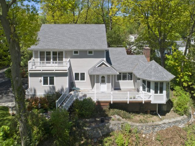 25 Weston Hill Road, Riverside, CT 06878 (MLS #106631) :: The Higgins Group - The CT Home Finder