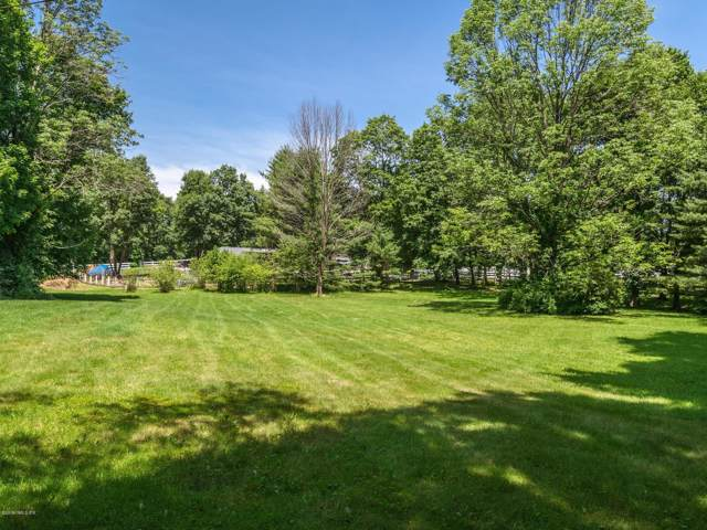 609 Round Hill Road, Greenwich, CT 06831 (MLS #107573) :: The Higgins Group - The CT Home Finder