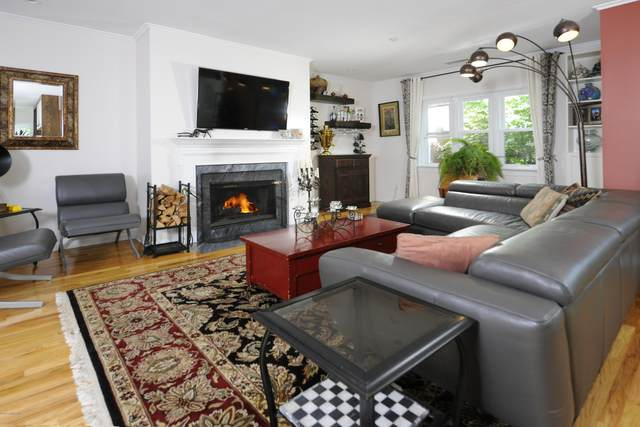 51 Forest Avenue #2, Old Greenwich, CT 06870 (MLS #110764) :: Frank Schiavone with William Raveis Real Estate