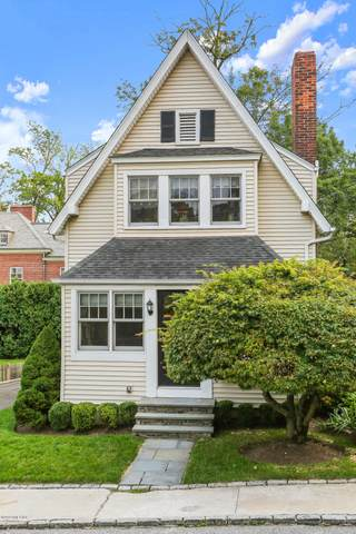 9 Bolling Place, Greenwich, CT 06830 (MLS #111210) :: The Higgins Group - The CT Home Finder
