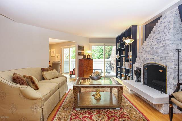 101 Lewis Street G, Greenwich, CT 06830 (MLS #111515) :: Frank Schiavone with William Raveis Real Estate