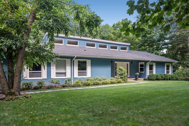14 Stepping Stone Lane, Greenwich, CT 06830 (MLS #111765) :: The Higgins Group - The CT Home Finder