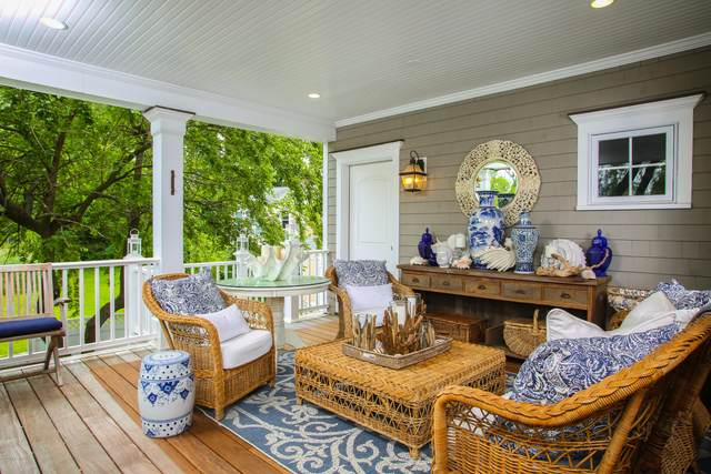 30 Heusted Drive, Old Greenwich, CT 06870 (MLS #111965) :: GEN Next Real Estate