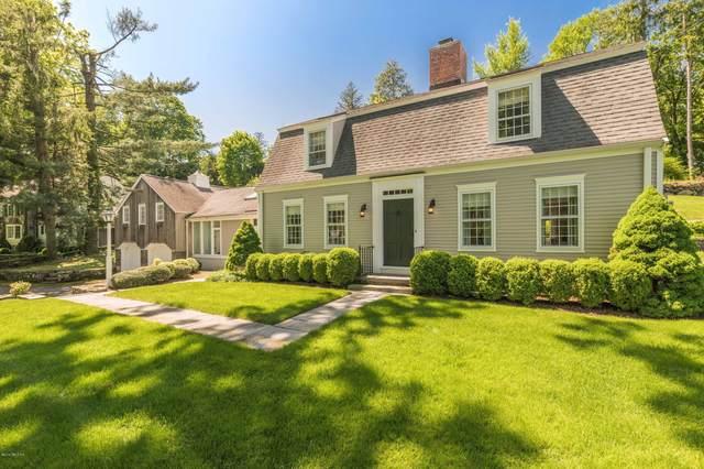 40 Hillside Drive, Greenwich, CT 06830 (MLS #113978) :: GEN Next Real Estate