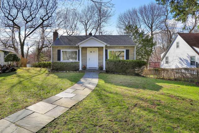 17 Maple Drive, Old Greenwich, CT 06870 (MLS #114352) :: Kendall Group Real Estate   Keller Williams
