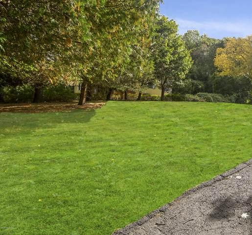 10 Sunshine Avenue, Riverside, CT 06878 (MLS #108536) :: The Higgins Group - The CT Home Finder