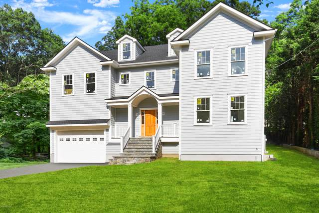 53 Long Meadow Road, Riverside, CT 06878 (MLS #110623) :: The Higgins Group - The CT Home Finder