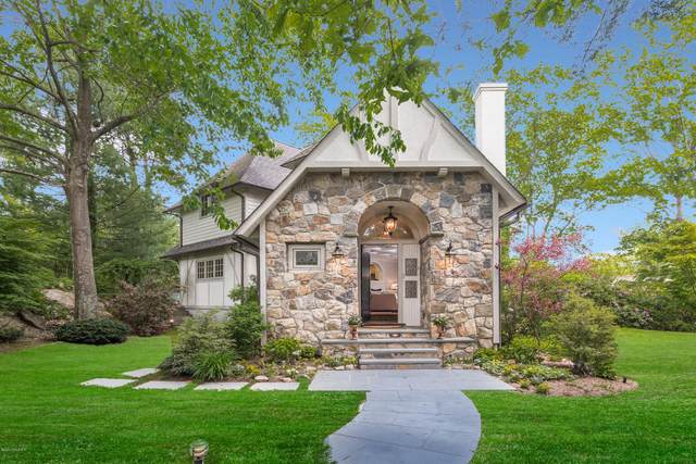 9 Cliff Road, Greenwich, CT 06830 (MLS #111207) :: The Higgins Group - The CT Home Finder