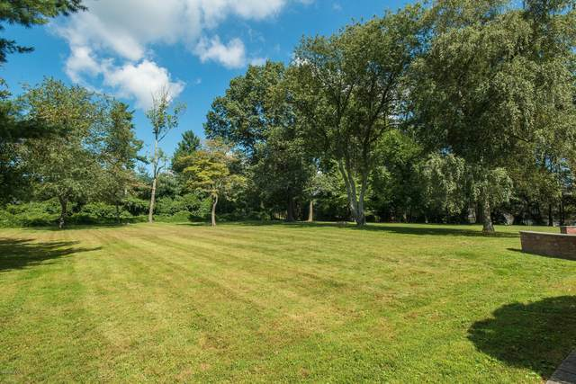 33 Meadowcroft Lane, Greenwich, CT 06830 (MLS #110380) :: GEN Next Real Estate