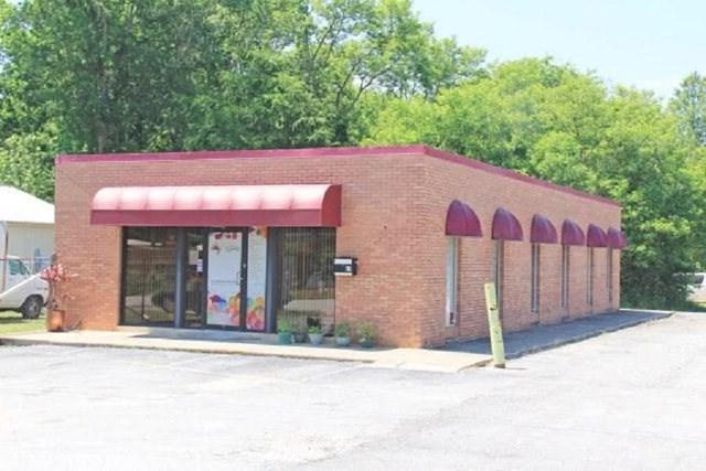 110 Commerce Circle West, Greenwood, SC 29649 (MLS #113946) :: Premier Properties Real Estate