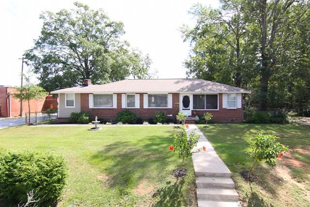 201 Penn Ave, Greenwood, SC 29646 (MLS #114551) :: McClendon Realty