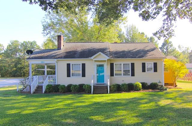 904 Ninety Six Hwy, Greenwood, SC 29646 (MLS #114618) :: McClendon Realty