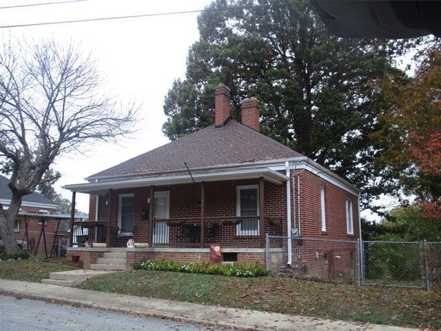 210 Lake St, Greenwood, SC 29646 (MLS #114732) :: Premier Properties Real Estate