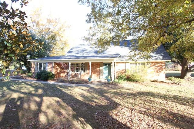 104 Stratford, Greenwood, SC 29649 (MLS #114785) :: Premier Properties Real Estate