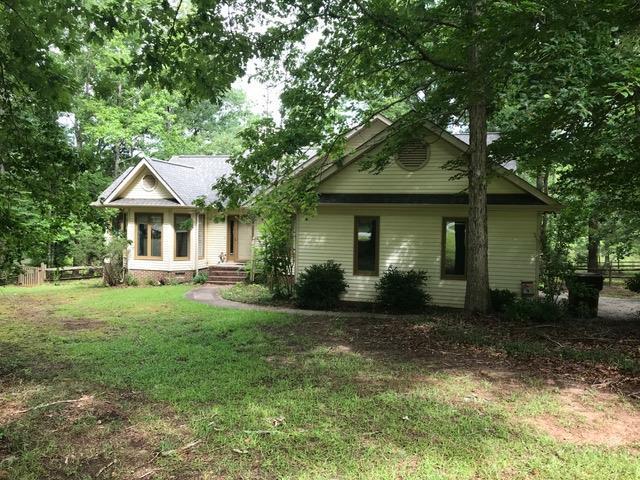 114 Carriage Ct., Greenwood, SC 29646 (MLS #115861) :: Premier Properties Real Estate