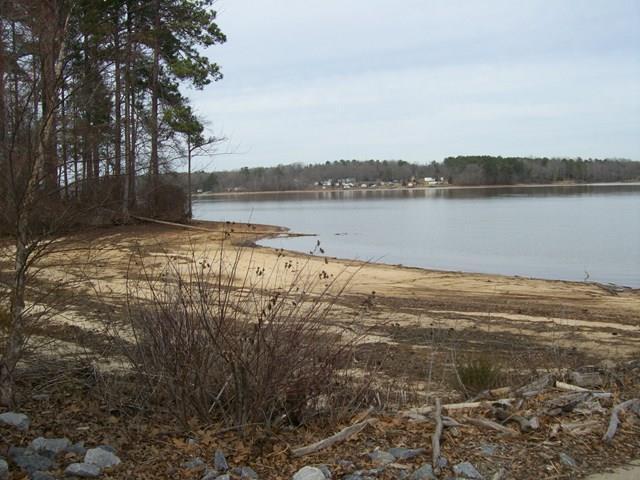 718 Eagles Harbor Dr, Greenwood, SC 29649 (MLS #117501) :: Premier Properties Real Estate