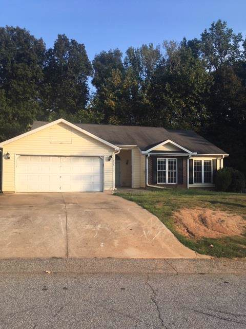 216 Winding Creek Dr, Greenwood, SC 29649 (MLS #118015) :: Premier Properties Real Estate