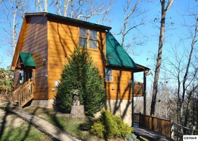 "4714 Riversong Ridge Way ""Mountain Magic, Sevierville, TN 37876 (#227533) :: Four Seasons Realty, Inc"
