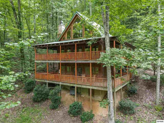 2330 Whippoorwill Hill Way Sugar Bear Lodg, Sevierville, TN 37862 (#229943) :: Four Seasons Realty, Inc