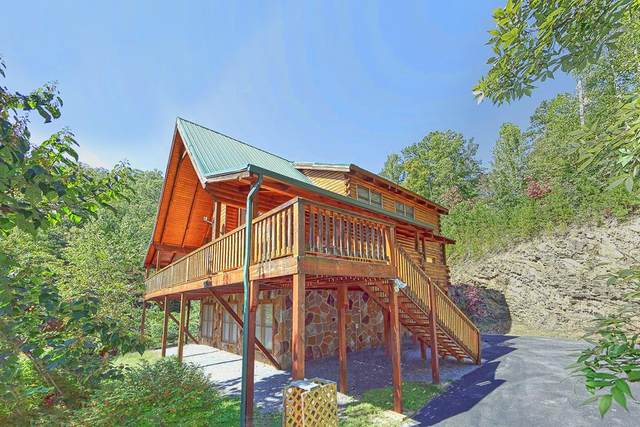 """817 Boone Acres Ln """"Secluded Hidea, Pigeon Forge, TN 37863 (#241775) :: JET Real Estate"""