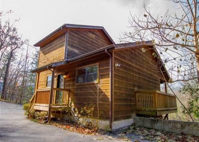 526 Geneva Lane, Gatlinburg, TN 37738 (#243671) :: Colonial Real Estate