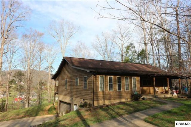 4015 Roundtop Dr, Sevierville, TN 37862 (#220151) :: Prime Mountain Properties