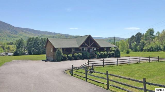 3345 Wears Valley Rd, Sevierville, TN 37862 (#221338) :: The Terrell Team