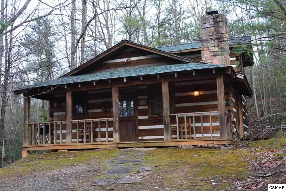 820 Sutton Place, Gatlinburg, TN 37738 (#207412) :: Colonial Real Estate