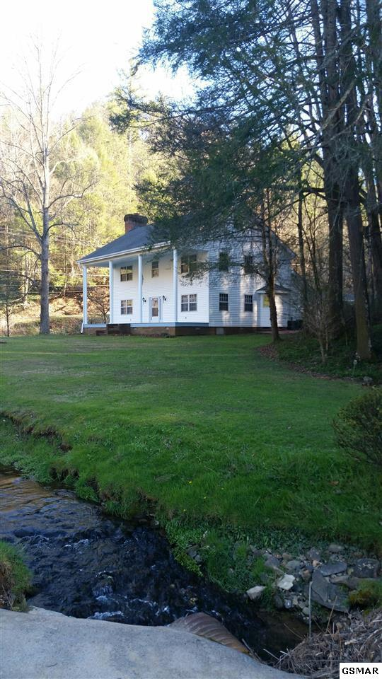1139 Glades Rd, Gatlinburg, TN 37738 (#212467) :: The Terrell Team