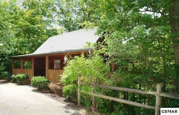 242 Oak Haven Way, Sevierville, TN 37876 (#213202) :: Colonial Real Estate