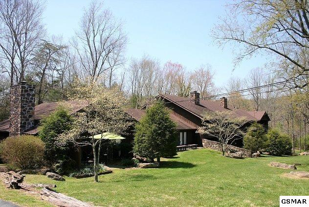3815 E Parkway Unit 11 Brandywine Cond, Gatlinburg, TN 37738 (#215544) :: Colonial Real Estate