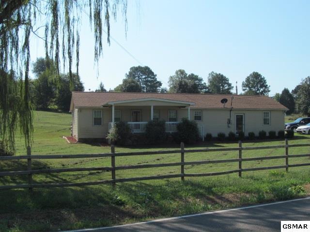 1504 Denton Drive, Dandridge, TN 37725 (#218660) :: Four Seasons Realty, Inc