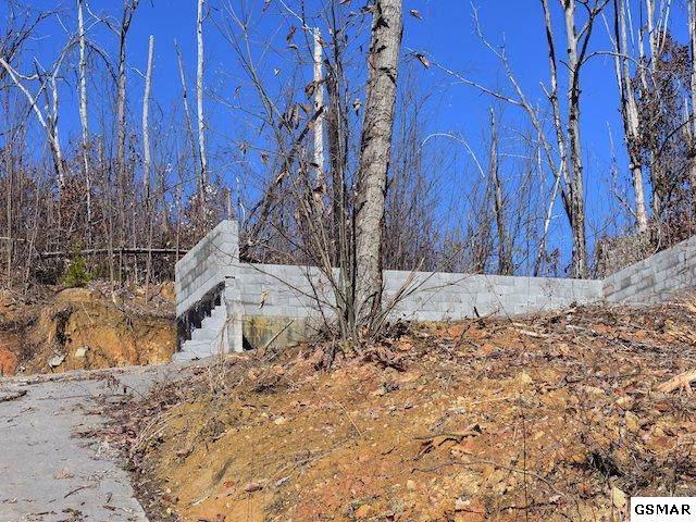 556 Edgewood Dr, Gatlinburg, TN 37738 (#225971) :: Four Seasons Realty, Inc