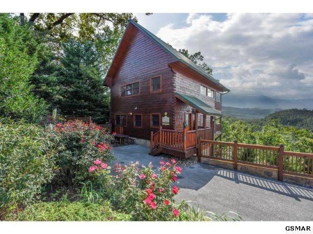 1931 Legacy Drive Castle On A Clo, Sevierville, TN 37876 (#230051) :: Four Seasons Realty, Inc