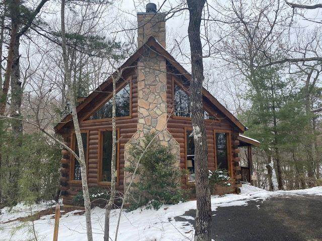 2332 Raymond Hollow Rd, Sevierville, TN 37876 (#240422) :: Colonial Real Estate