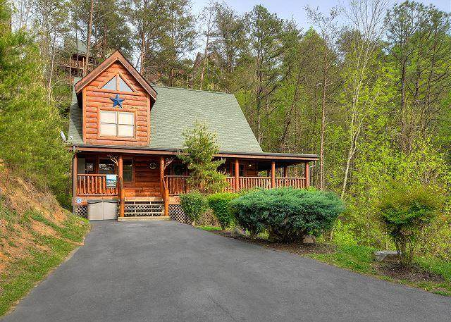 2002 Bear Haven Way, Sevierville, TN 37862 (#242372) :: Colonial Real Estate