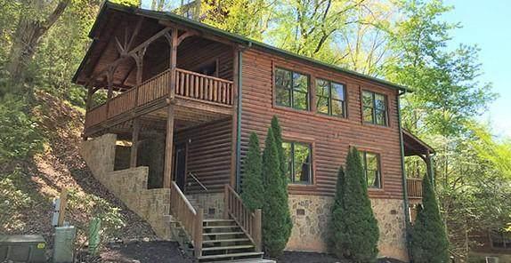 646 Gatlinburg Falls Way, Gatlinburg, TN 37738 (#242408) :: Colonial Real Estate