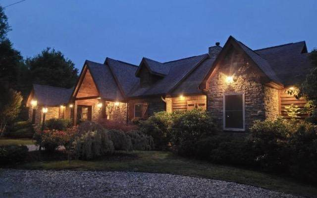 1932 Bales Way, Sevierville, TN 37876 (#243455) :: Colonial Real Estate