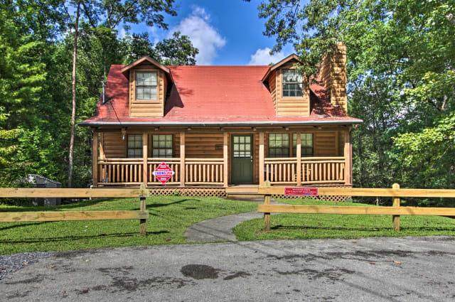 734 Country Oaks Dr., Pigeon Forge, TN 37863 (#244597) :: JET Real Estate
